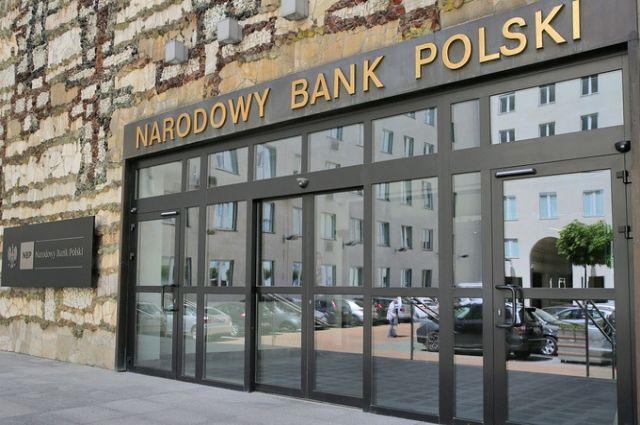 Польские банки начали обслуживать клиентов на украинском языке