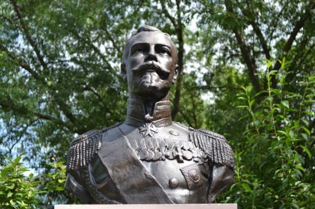 ВКирове открыли монумент царской семье