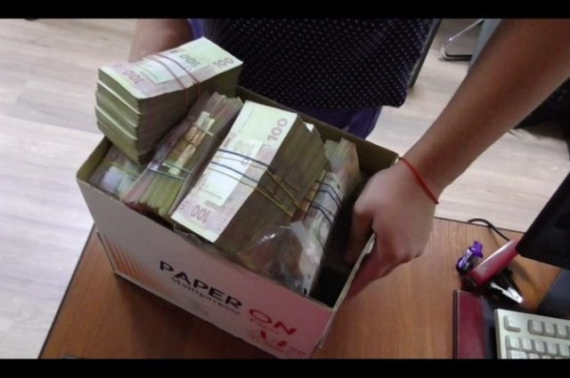 Два харьковских полицейских украли у гражданина полмиллиона гривен