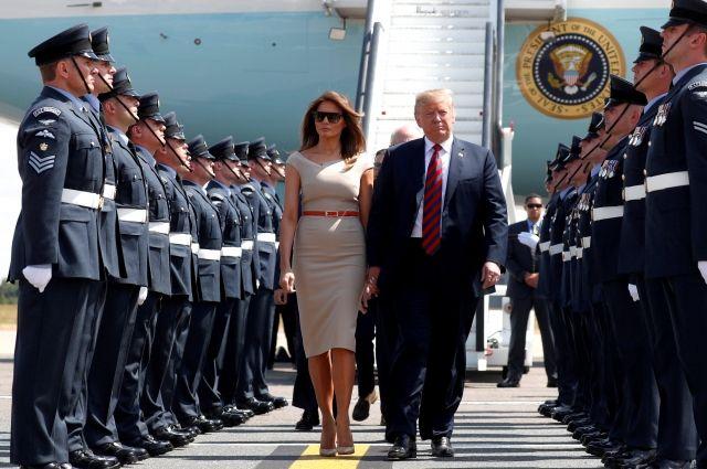 Трамп иего супруга прибыли вЛондон софициальным визитом