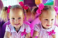В празднике примут участие более 80 пар маленьких близнецов.
