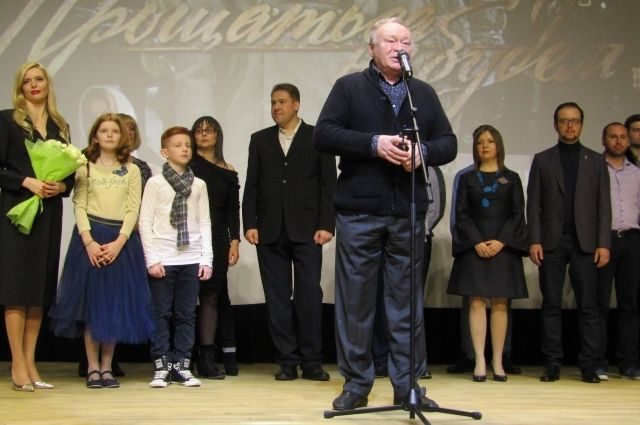 Новую военную драму представил омичам актёр Юрий Кузнецов.