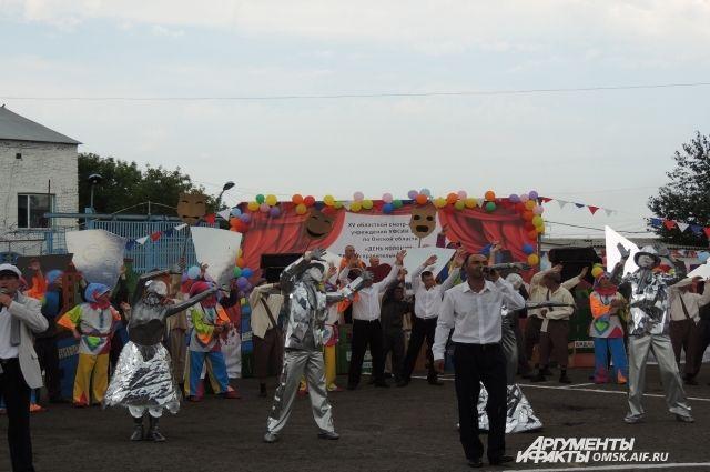 В празднике участвовали 140 человек.