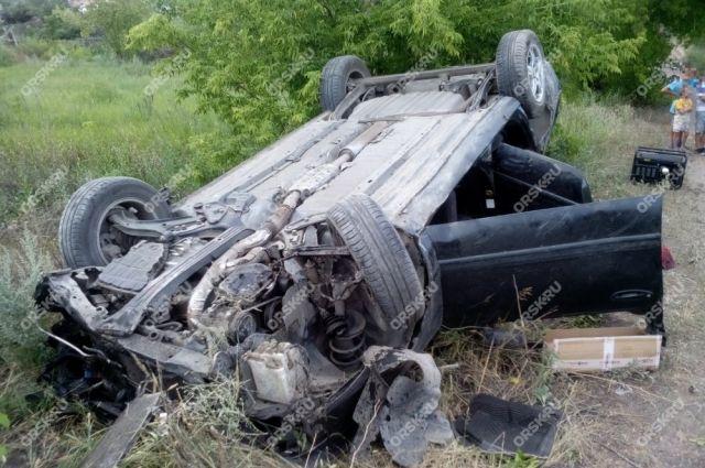 В Орске на Никельской объездной разбился Nissan, есть пострадавшие.