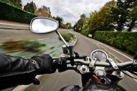 В Ноябрьске дорогу не поделили иномарка и мотоцикл