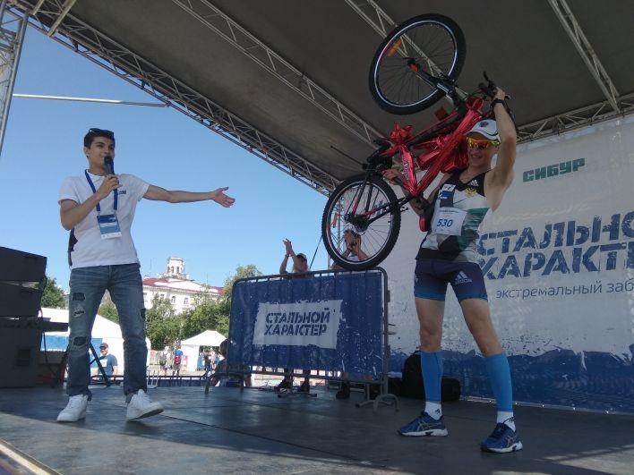 Участник «Стального характера» Андрей Соловьев выиграл велосипед.