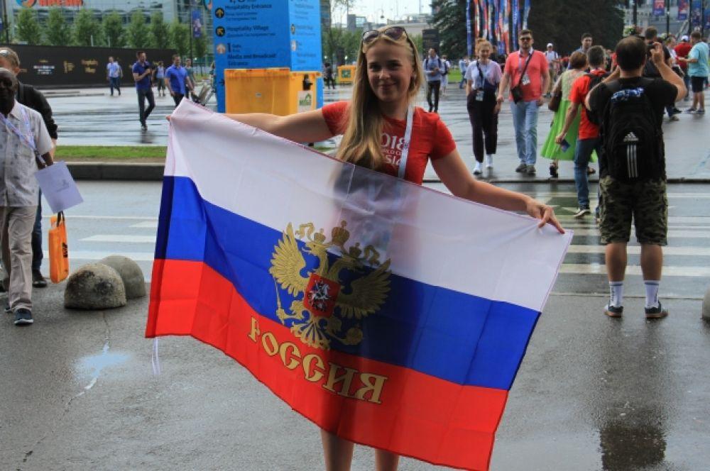 Российские болельщики не устают благодарить сборную за достойную игру.