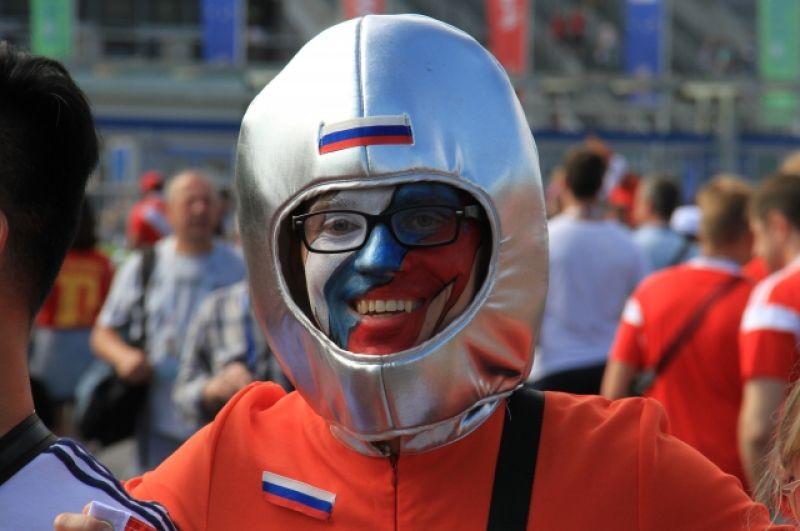 Россияне тоже пришли посмотреть интересный матч.