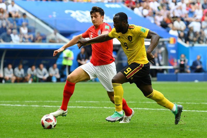 Игрок сборной Англии Харри Магуайр и игрок сборной Бельгии Ромелу Лукаку.