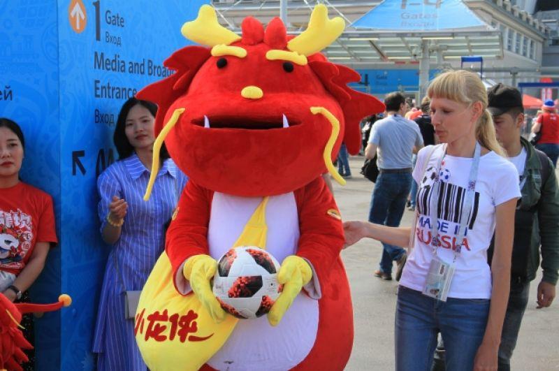 На стадионе стояла атмосфера праздника.