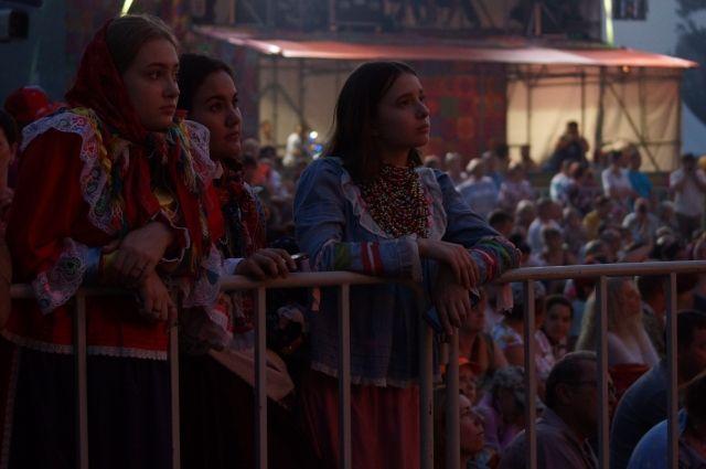 Огромное количество желающих услышать концерт.