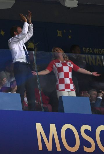 Президент Франции Эммануэль Макрон и президент Хорватии Колинда Грабар-Китарович во время финального матча.