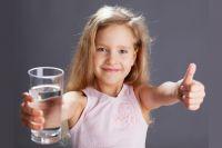 Для красоты и здоровья вместо газировки – стакан хорошей воды.