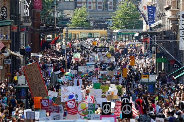 В Хельсинки митингуют за и против Трампа