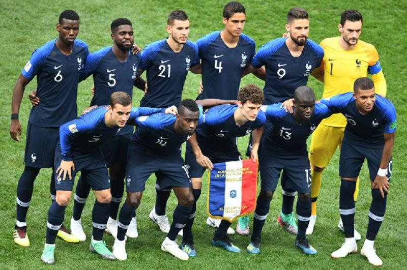 Сборная Франции перед началом игры.