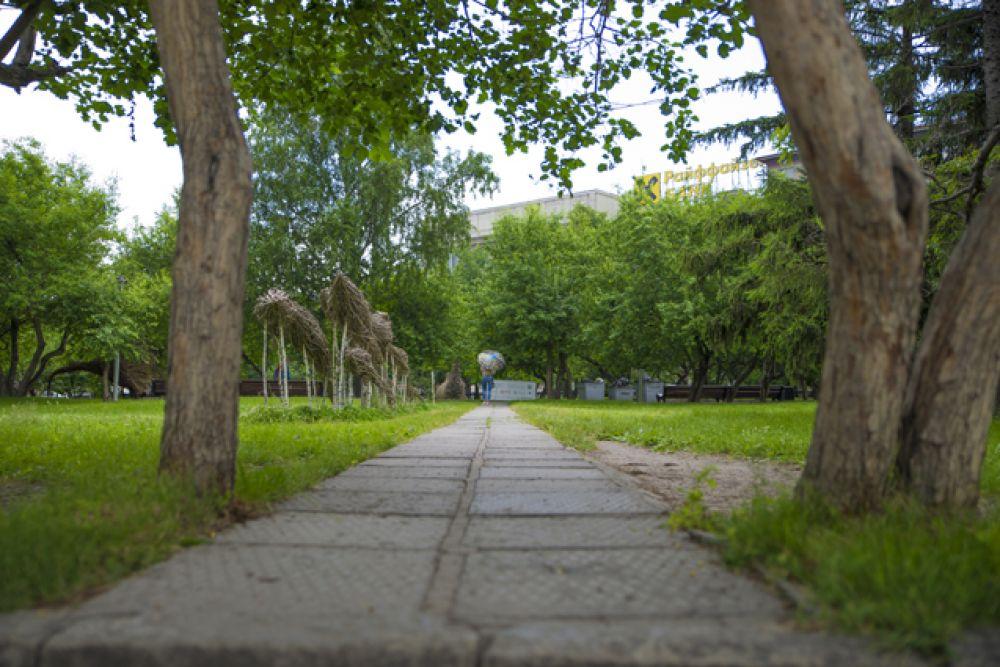 В теплые солнечные дни парки и скверы мегаполиса выглядят невероятно живописно.