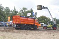 Демонстрация агротехники на сельскохозяйственной выставке в Омске.