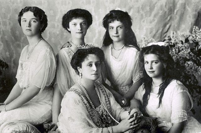 Императрица с дочерьми.