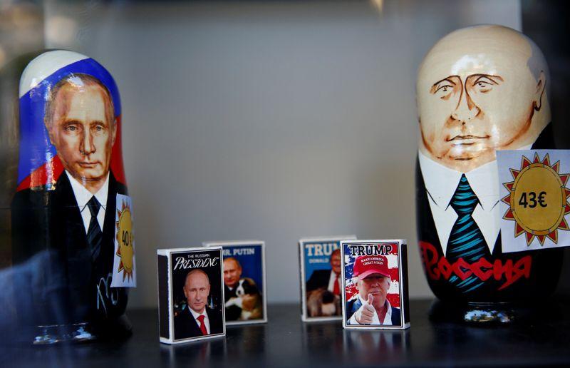 Спичечные коробки с фотографиями президентов в витрине одного из магазинов в Хельсинки.