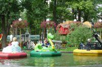 Детский омбудсмен Светлана Денисова стала свидетелем того, как в водный аттракцион чуть не упал ребёнок.