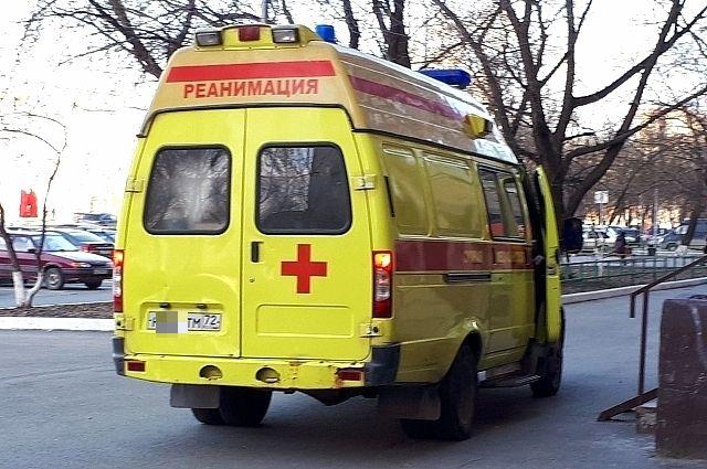 Двоих людей удалось спасти, их передали сотрудникам скорой помощи.