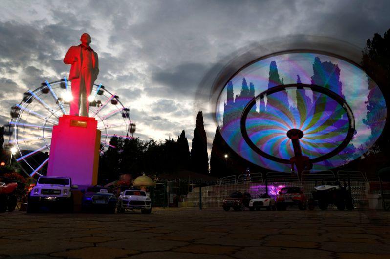 Памятник Ленину в парке развлечений, Сочи.