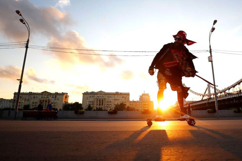 Скейтбордер в Парке Горького, Москва.