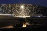 Минувшей ночью техника расчищала рокадную дорогу возле стадиона и готовила дыру на склоне к отсыпке.
