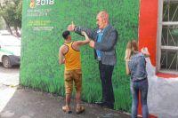 Сделать граффити в родном городе автора вдохновили работы уличных художников из Санкт-Петербурга.