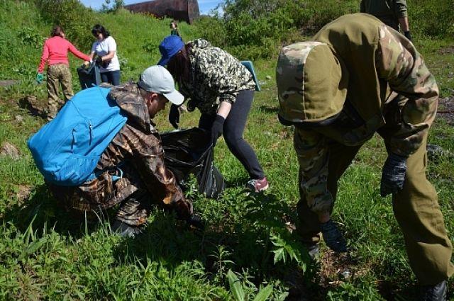 Ямальцы собрали 30 мешков мусора с берегов Обской губы и реки Собь