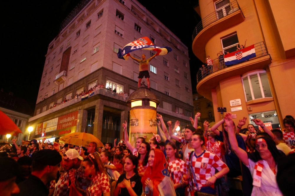 Хорватские болельщики на улицах Загреба.