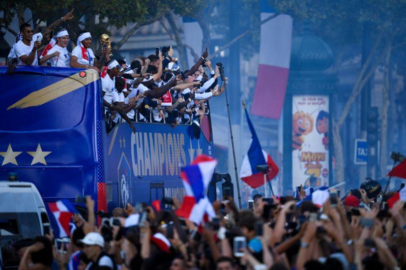 Сборная Франции на параде в честь победы на чемпионате мира.