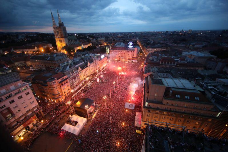 Загреб во время парада в честь национальной сборной.