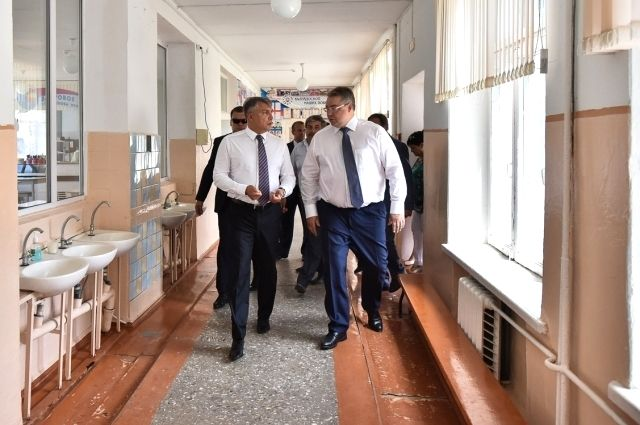 Потрепанный ураганом Зеленокумск посетил полпред президента вСКФО Александр Матовников