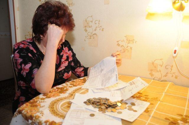 По закону долги взыскивают с того, с кем заключён договор на поставку электроэнергии.