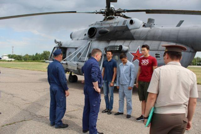 На борту воздушного судна находились будущие курсанты–авиаторы
