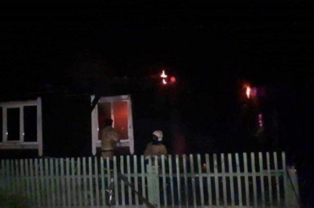 О пожаре спасателям сообщили соседи.