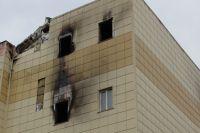 Пожар в торговом центре унес жизни 60 человек.