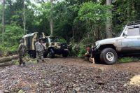 Выезд из леса браконьерам надёжно перекрыли.