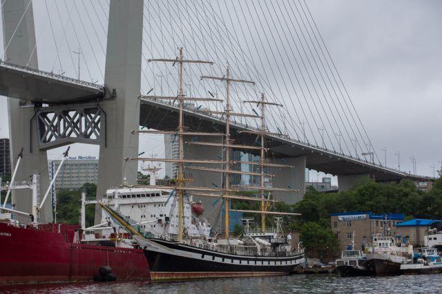 Город мостов и кораблей строит будущее.