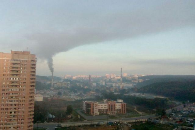 Дым от сжигаемого мусора травит Владивосток.