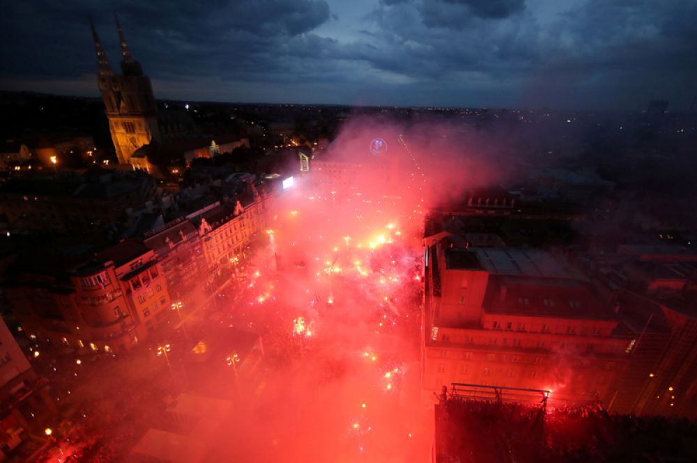 Загреб во время парада в честь возвращения сборной Хорватии после финала чемпионата мира по футболу.