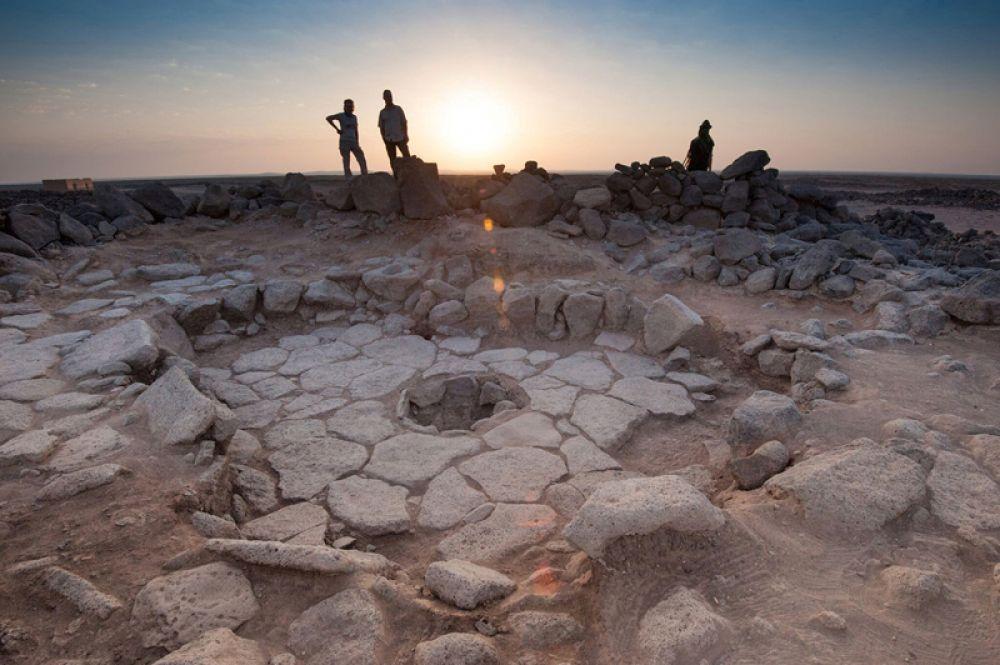 Обуглившиеся остатки доисторического хлеба были найдены в Черной пустыне на северо-востоке Иордании. При раскопках археологи обнаружили каменное сооружение с печью посередине, в которой сохранились остатки пищи. Возраст находки составляет 14,5 тысяч лет.