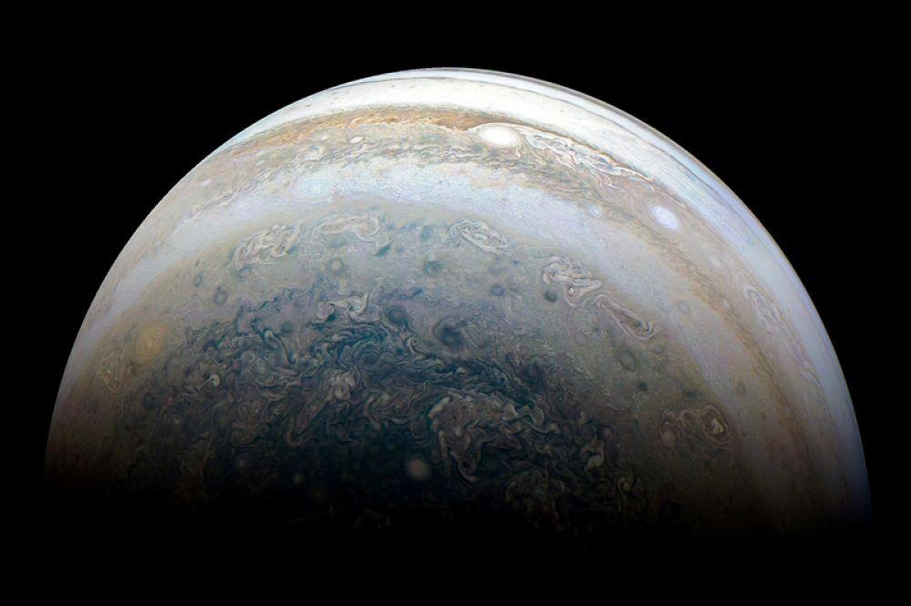 Южное полушарие Юпитера на снимке автоматической межпланетной станции НАСА «Юнона». Фото сделано 23 мая 2018 года.