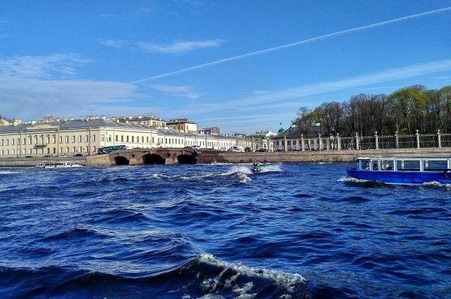 Смольный проинформировал о  перекрытии водных путей с17июля из-за Дня ВМФ