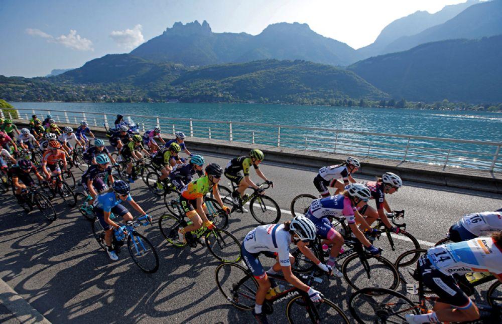 Участники велогонки «Тур де Франс».