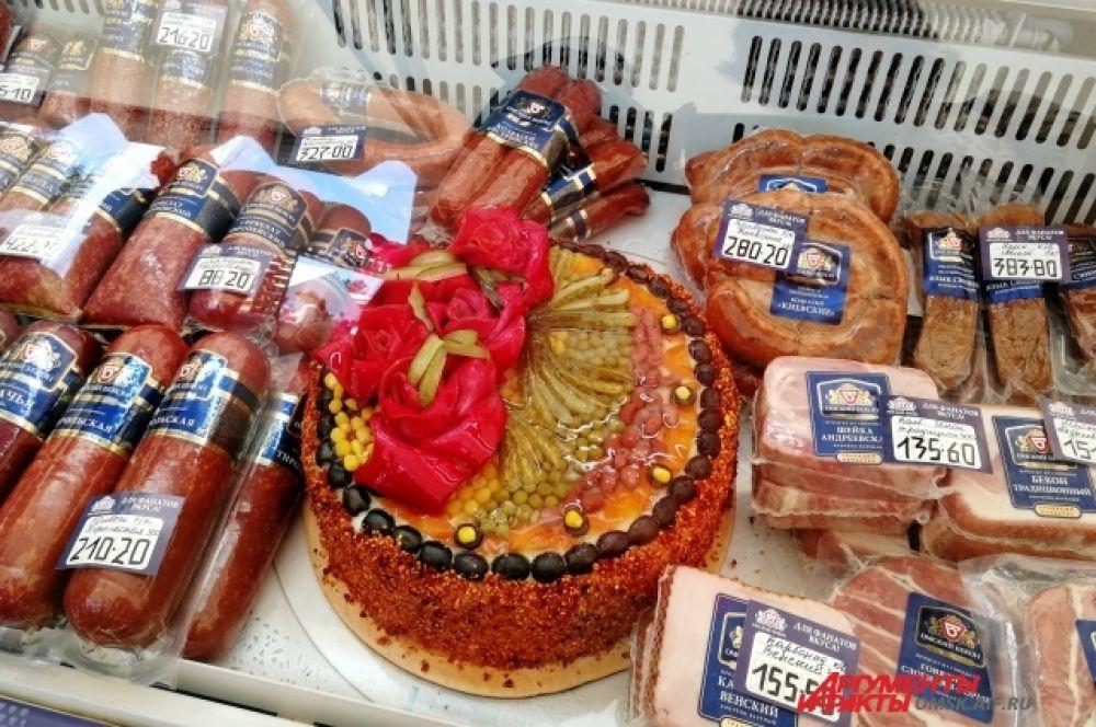 Омичам предлагали приобрести мясной торт.