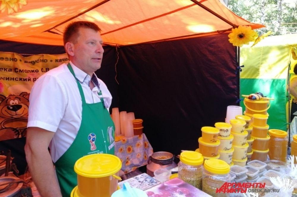 Пчеловоды привезли мёд не только с пасек Омской области, но и из соседних областей.