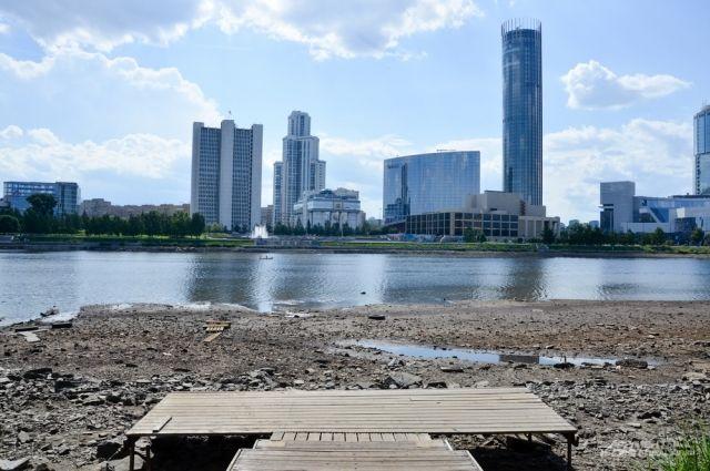 ВГородском пруду вцентре Екатеринбурга понизят уровень воды