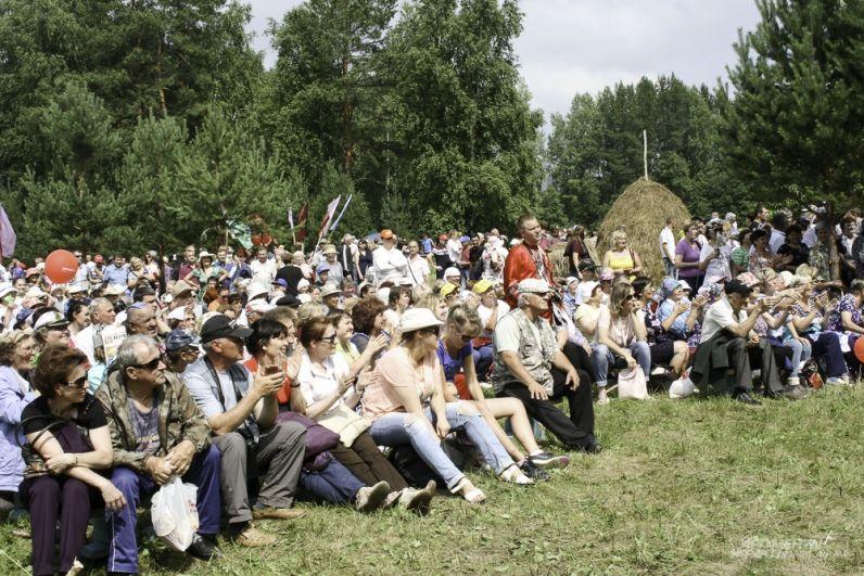Международный турнир косарей собрал 75 участников и свыше пяти тысяч зрителей.